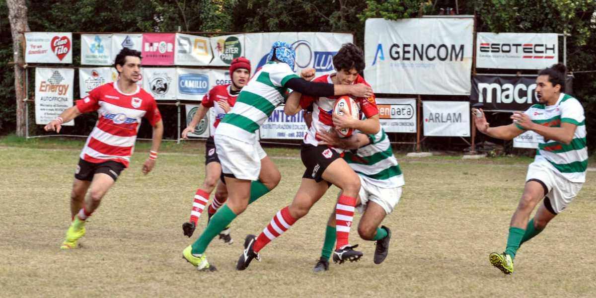 Il giovane Vallicelli sfonda la difesa avversaria